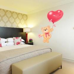 Наклейка на стены Мишка с шариком-сердечком